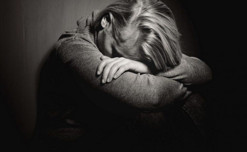 Отец ушёл к молодой любовнице. Как спасти мать? Она уже «на грани»