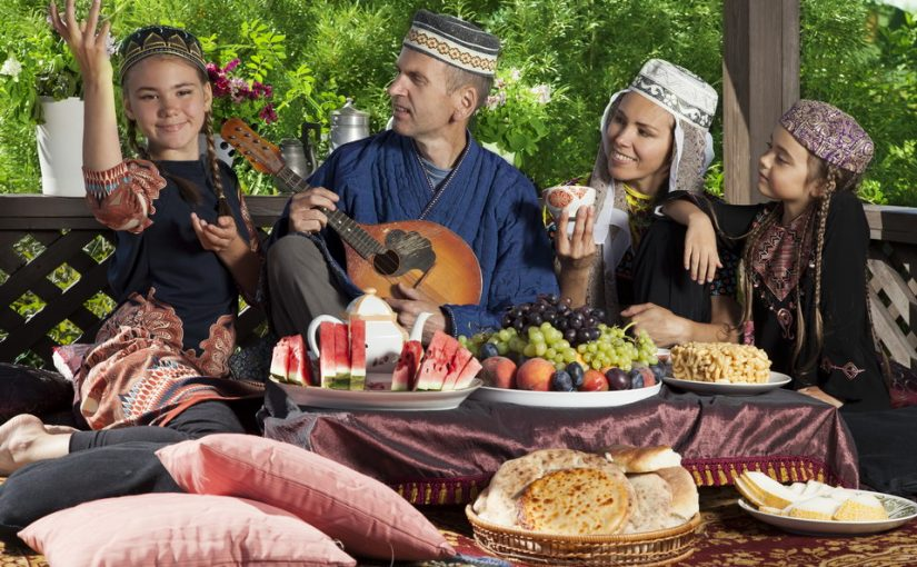 Живу с узбеком, очень люблю его, но не верю. Боюсь, что у него на родине есть другая семья. Как выяснить правду?