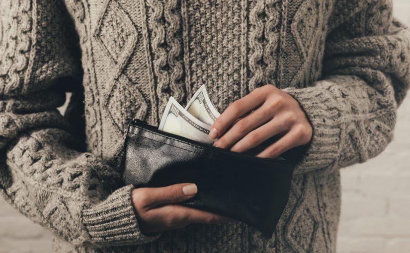 Жена постоянно помогает тёще материально, а меня упрекает, что я мало зарабатываю. Почему я должен кормить её мать?