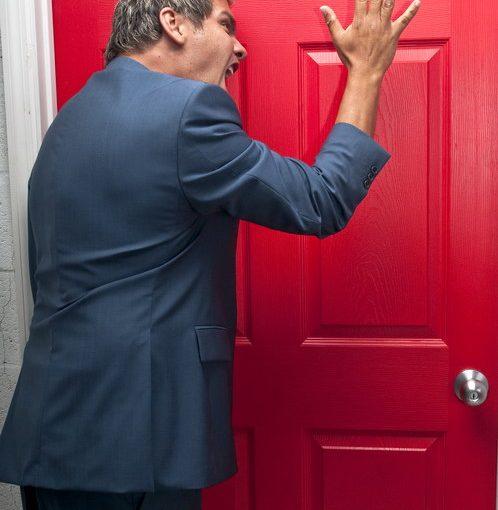 Купила квартиру, но недолго радовалась: соседи держат в страхе не только малолетнего сына, но и жильцов