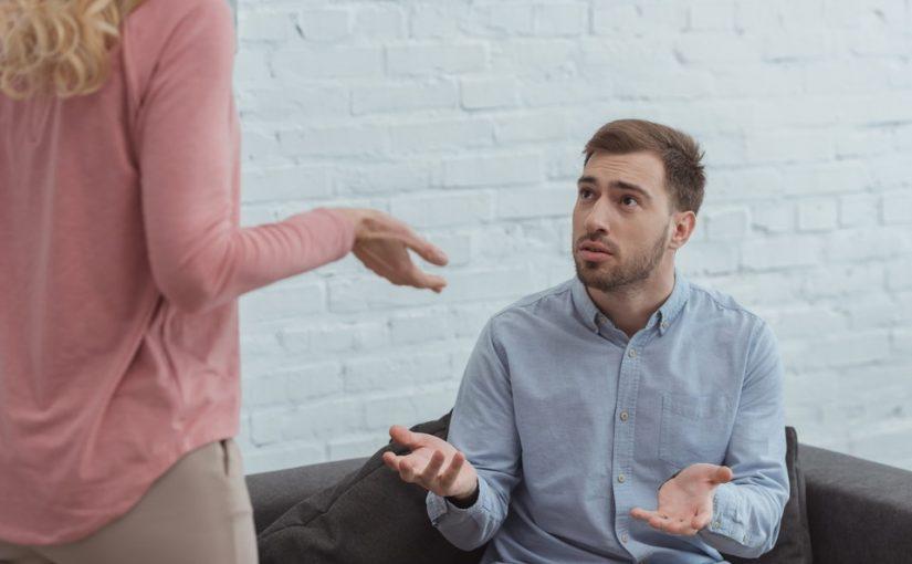 Я уволилась, т.к. ребёнок часто болеет. Муж винит, что мы сидим на его шее. Разве он не должен отвечать за свою семью?