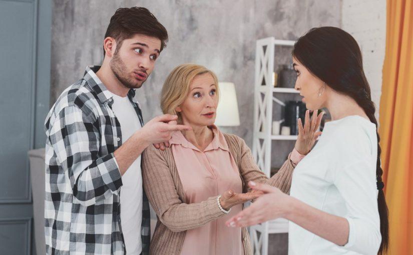 Дочь постоянно упрекала мужа, что тот постоянно на работе. Теперь он дома. Денег мало, и она недовольна, а стыдно мне