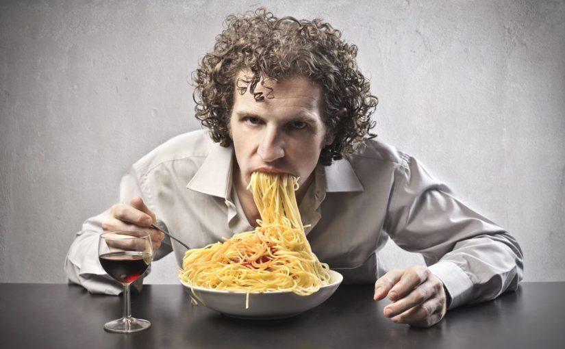 Встречаюсь с мужчиной. Всегда приходит ко мне в дом с пустыми руками. А у самого аппетит хороший. Разве это нормально?