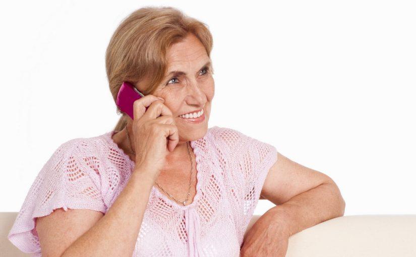 Я одинокая пенсионерка. И у меня появился «телефонный ухажёр». Подруги говорят – аферист, а мне так хочется довериться…