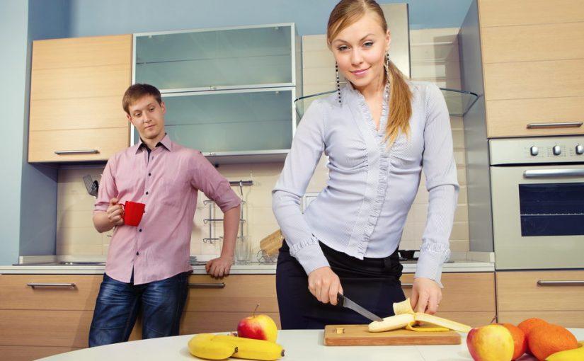 Невестка подбивает сына продать его квартиру и взять в кредит побольше. Как не дать сыну попасть в этот капкан?