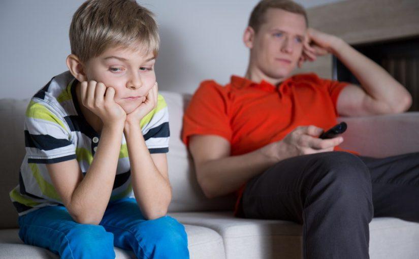Почему я должен общаться со своим сыном так, чтобы не обидеть первого ребёнка жены? У него же есть отец!