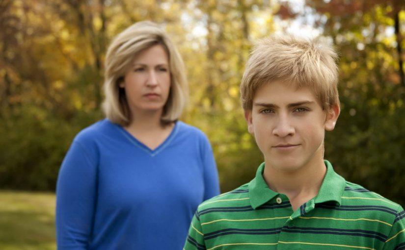Сын замкнулся и не общается. Все говорят — к психологу. А я переживаю — Я плохая мать! Ребёнок мне не может довериться