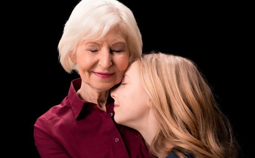 Свекровь хочет оформить дарственную на дом и землю на внучку от дочери, а нашу дочь оставить вообще без наследства