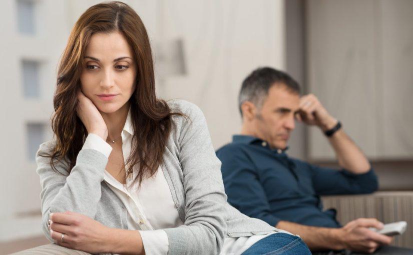 Муж стал чёрствым, думаю проблема в том, что он не делиться со мной. Хочу отправить его к психологу, но как уговорить?