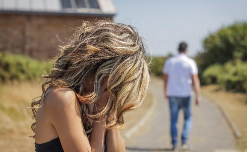 После 8 лет брака муж обиделся и ушёл, потому что я не захотела его прописать. Как понимать такое решение?