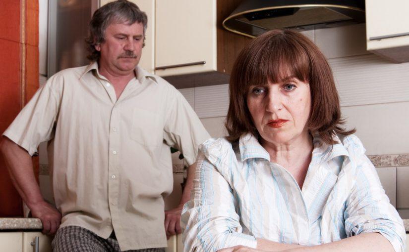 Сын просит, чтобы мы разделили квартиру, в которой живет дочь. Как? Выгнать дочь — не могу, отказать сыну — отвернётся