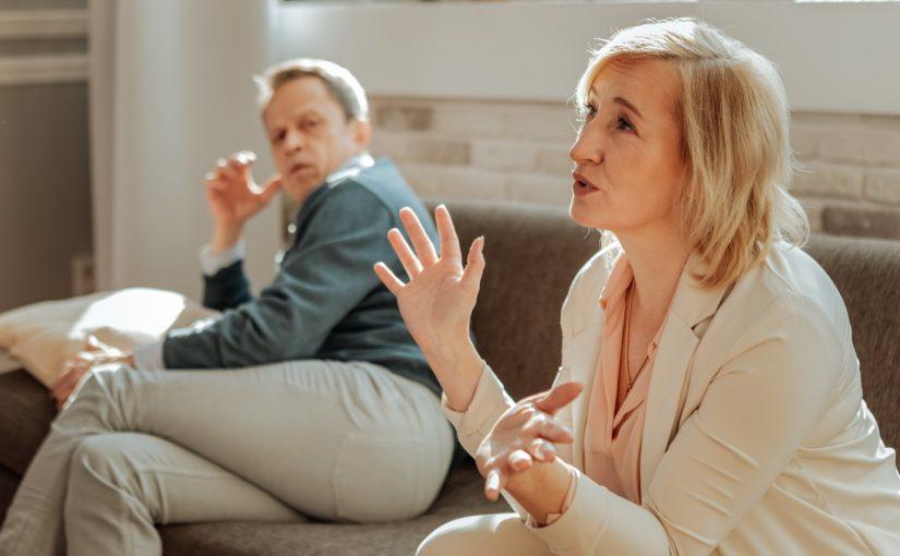 Первая жена мужа заявила: «В случае смерти мужа её дети имеют права на наше имущество!» Это нечестно! Может развестись?