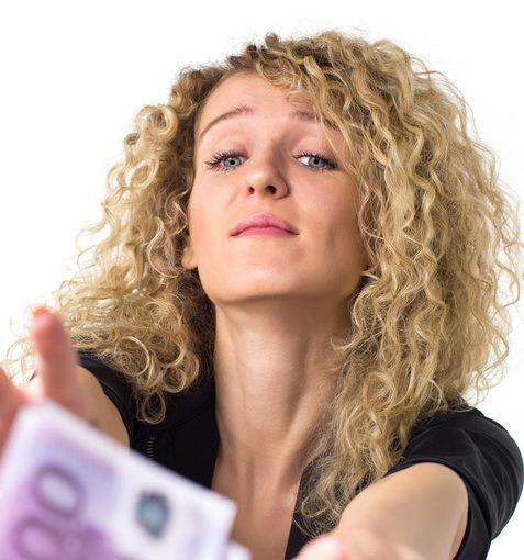 Муж даёт мне каждый понедельник 3000р, если надо больше: упроси, объясни, обоснуй. Неприятно. Это у всех так?