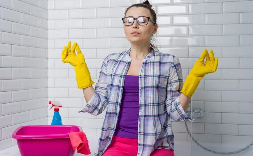 Я живу с мужем и свекрами в их грязной квартире. Как приучить их к порядку? Все мои попытки заканчиваются скандалами