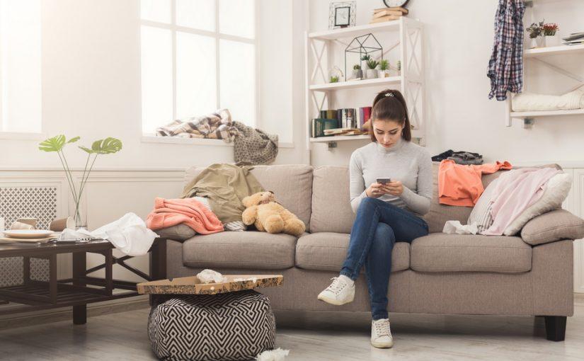 Моя невестка забросила хозяйство и ребёнка и постоянно сидит в планшете или телефоне. Хоть в ПДН обращайся