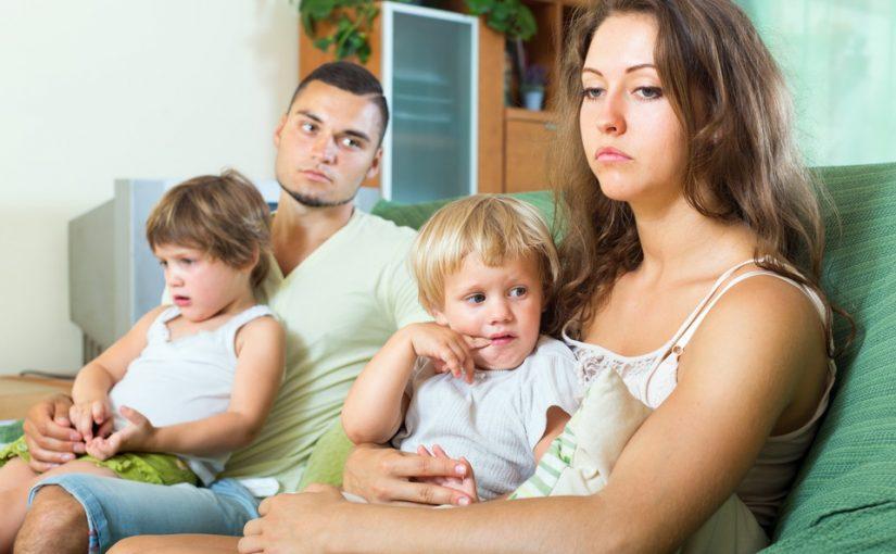 Обидно до слез. Родная мать хочет красиво жить, но не готова помочь своей дочке и внукам в трудную минуту