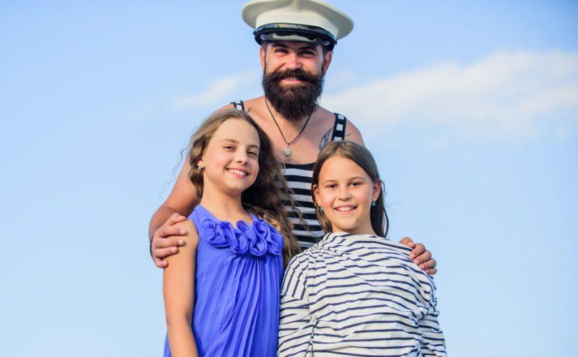 Внучка 5 лет растёт без отца, а мать ей рассказывает про папу «капитана». Она верит, ждёт. Как так можно? Хочу вмешаться