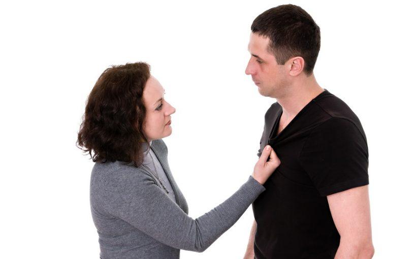Истеричная невестка бьет моего брата (своего мужа), а тот всё терпит – жаль детей бросить. Но это же ненормально?