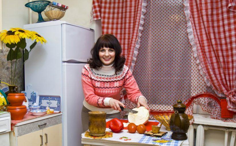 У мужа в семье культ еды, едят всё непотребное. Пытаюсь отучить, оздоровить – бегает к мамке «подъедать». Как бороться?