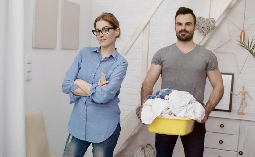 Мой муж стал домохозяйкой. Пока молчу, но разве ему это не унизительно?