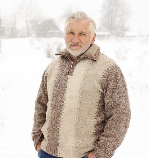 С женой уже больше 30 лет. Пока зимовал на даче сошёлся с соседкой, готов бы развестись и зажить сначала, но кто поймёт?