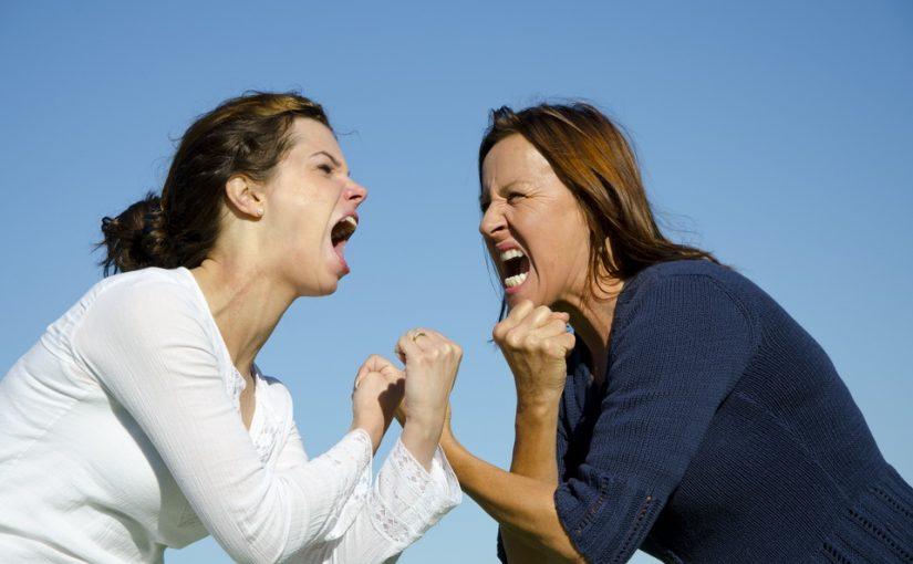 С сестрой стали врагами. Честно хотела продать ей свою долю квартиры, но она упёрлась и вынуждает меня продать абы кому