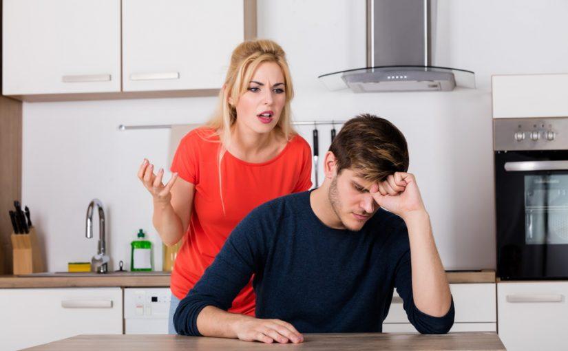 Невестка предложила младшему брату снимать жилье. Стыдит, что живёт с родителями, хотя живет в нашей квартире со старшим