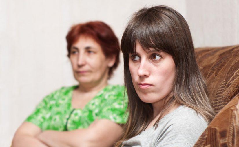 Выросла всё понимаю, но мать понять до сих пор не могу. Почему она закрывала глаза на наши отношения с отчимом?