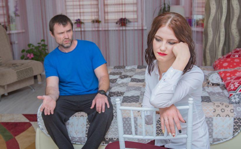 Соседка сверху затопила, а муж с нее деньги брать не хочет. Подозрительно это