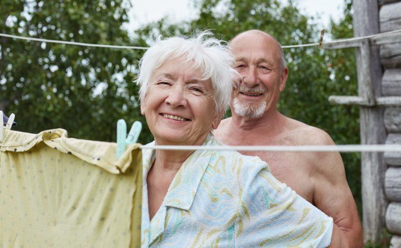Маме 63 года, она собралась замуж. Жили бы и жили с дедом. Но зачем делать эту клоунаду со свадьбой?