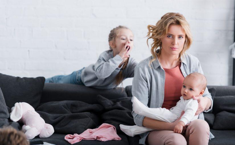 Мама никогда не интересовалась моими детьми, а сейчас без конца возится с внуком от младшей сестры. Как тут без обид?