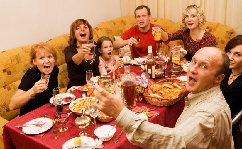 Муж из многодетной семьи и меня уже достало, что ежедневно кому-то нужна помощь. Как донести него, что так жить нельзя?