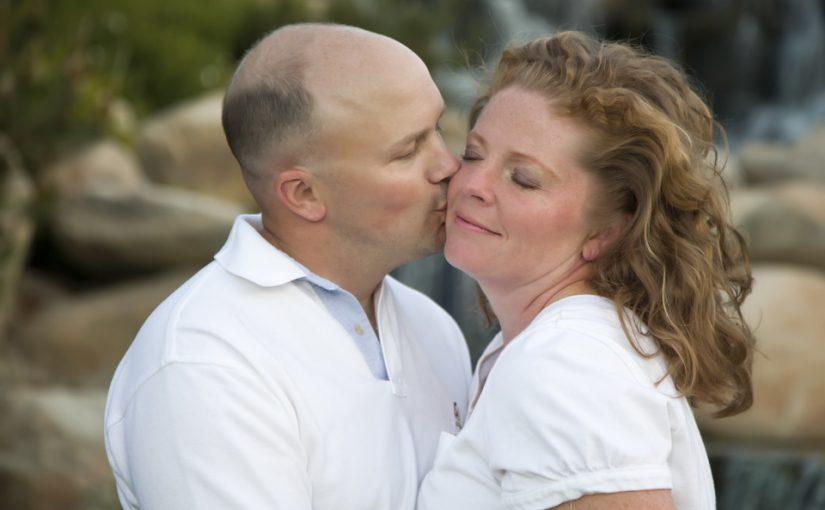 Вышла замуж за 40-летнего. Оказалось — боится своей матери и без её «да» и шага не делает. Хотела бы его спасти, но как?