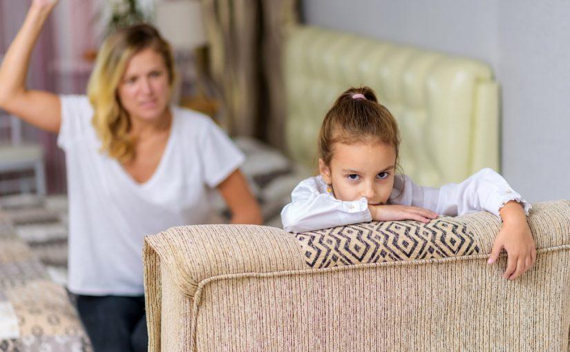 Свекровь надумала принудить мужа любить его дочку от первого брака и то и дело таскает её к нам домой