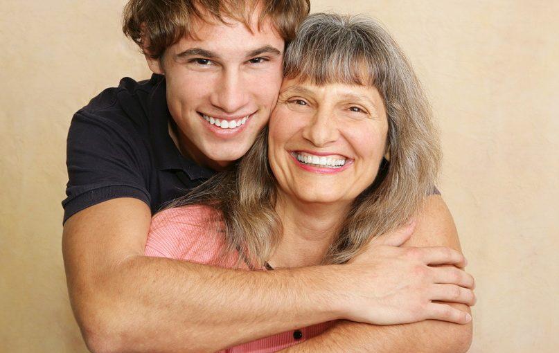 «Достали» упрёки мужа: «А вот мама так… А мама то…». Может я перегибаю или действительно это лечиться только разводом
