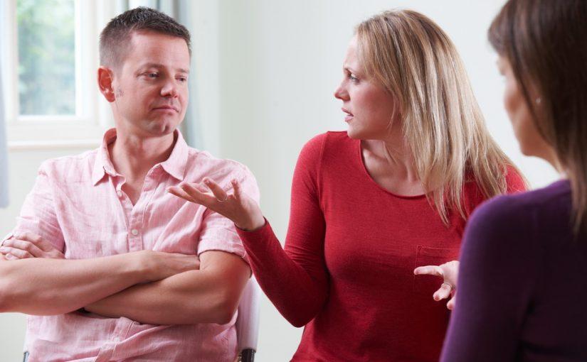 Разводимся. Муж согласен на мои условия, а я только от этого злюсь. Неужели ему настолько плевать на меня и наш брак